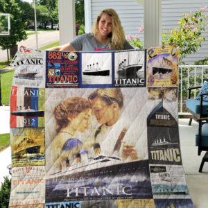 Titanic T-shirt 2 Quilt Blanket