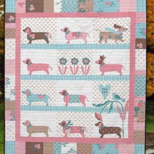 Dachshund Dog Pattern  Dog Wearing Crown Quilt Blanket Great Customized Blanket Gifts For Birthday Christmas Thanksgiving