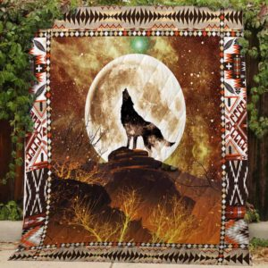 Wolf Howling At The Moon Quilt